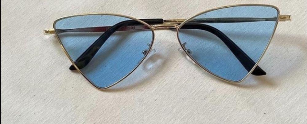 Trendy sunglasses Bleu. Rouge. Noir