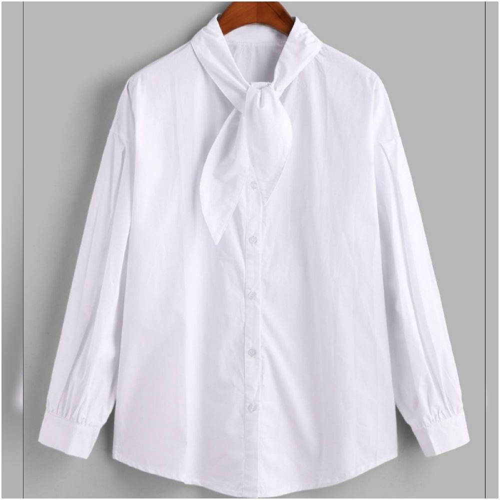 Chemise blanche avec cravate très chic