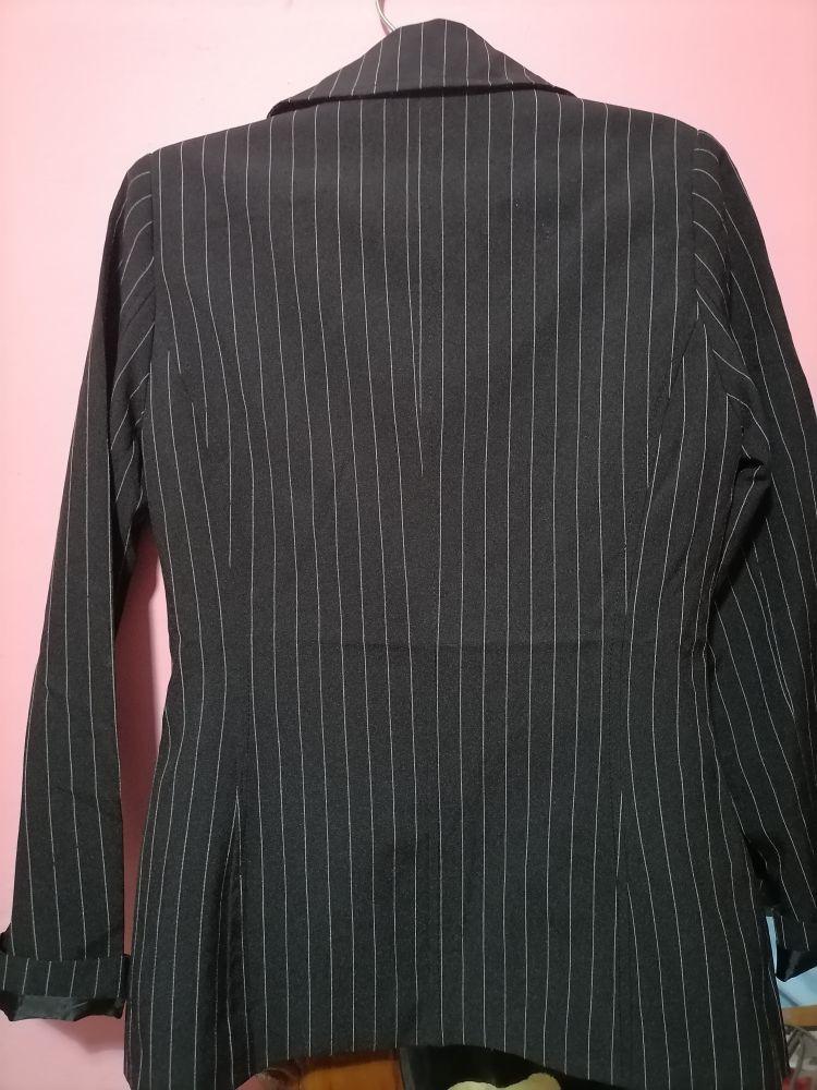 Veste noire avec rayures