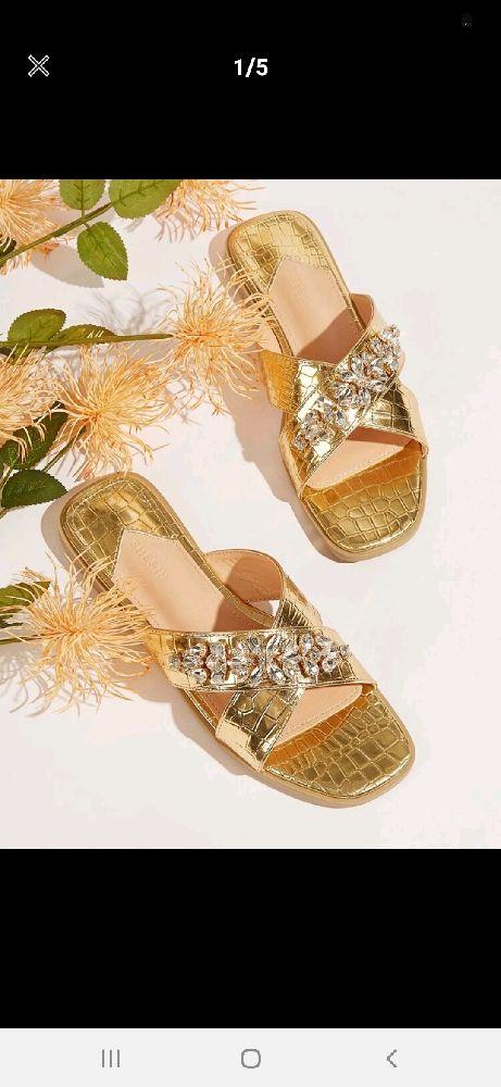 Sandales plates à strass