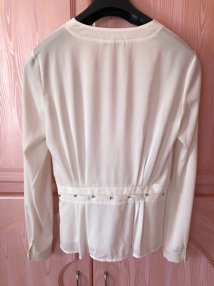 Chemise blanche classe avec nœud