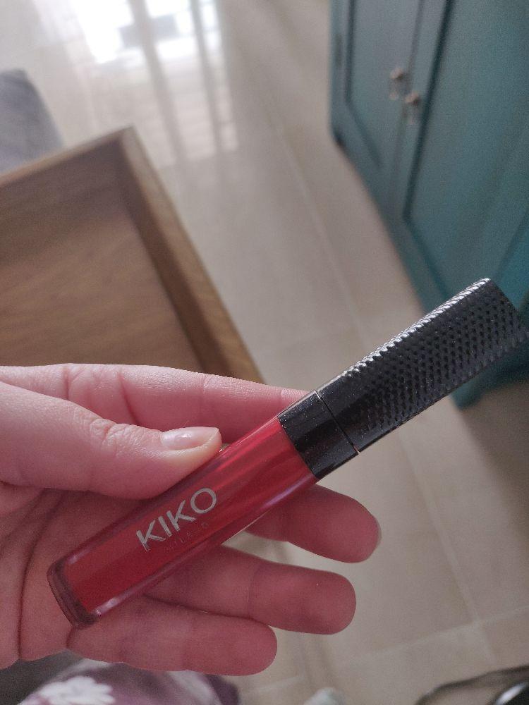 Rouge à lèvres rouge kiko jamais utilisé