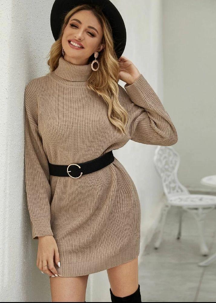Une robe en laine avec cole roulé de la marque wendy trendy sans ceinture