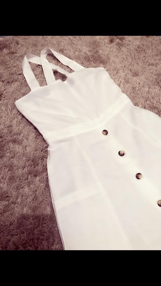 Robe blanche boutonné t+robe jaune