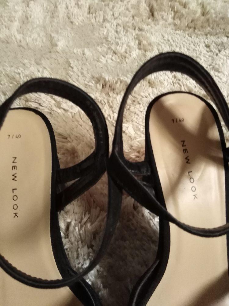 Sandale daim croisé P 40