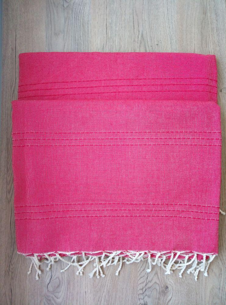 Vous adorez les couleurs flashy alors vous aller adorer ce jeté de 3m/2m et de couleur très originale. 100%coton. Pour votre salon, votre lit de deux places, comme nappe ou bien rideau... Produit local de qualité supérieure