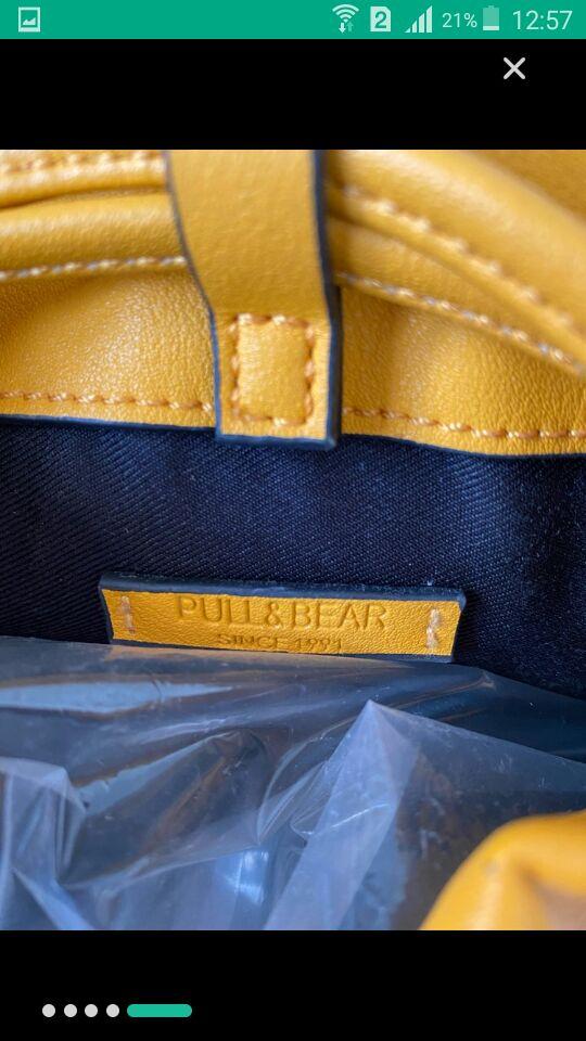 Sac à bandoulière jaune de la marque pull and bear
