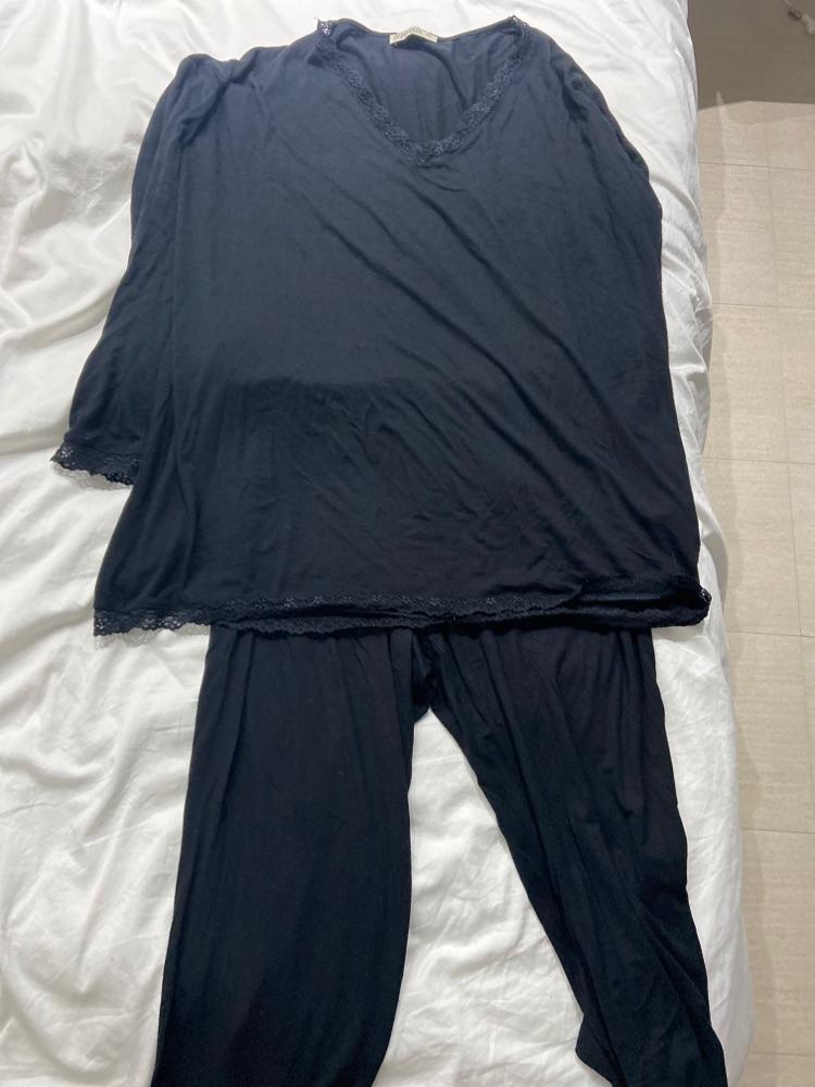Pyjamas noir bordure dentelle