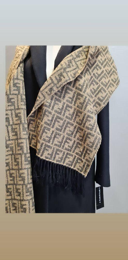 Châle en laine Fendi authentique monogrammé