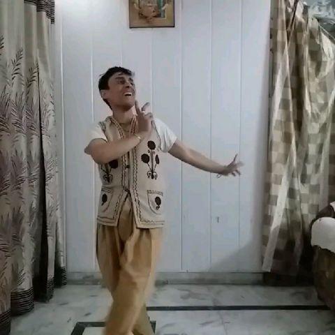 नवीनतम कृष्ण- नृत्य और गीत  |