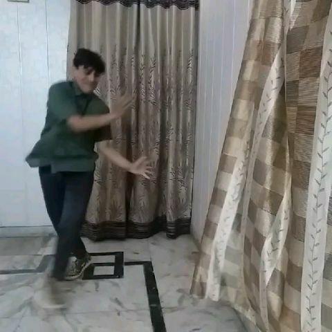 नृत्य की प्रस्तुति हुई !