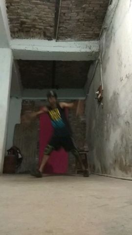 BREAKDANCE PRACTICE SESSION