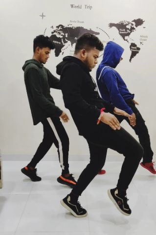 #eat THE #beat WHEN YOU #dance IN ANY #song JUST LIKE US CHOREOGRAPHY BY ME 😅 .