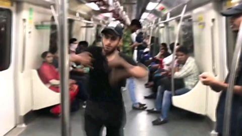 Ohoooo Bhai Train Me Ase Bhi Dance Hota Hain 😱🔥💯😱Dekho Risk