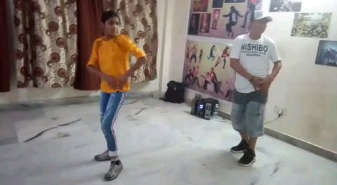 Chamma Chamma (song) / Bollywood Dhamaka / normal video