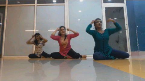 Main Bani Teri Radha | Sitting dance | Priyanka Rokade | Choreography