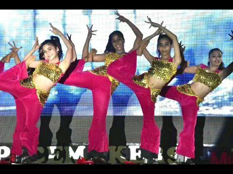 Oh Na na na    Dance   Glamourous and Stylish Dancers