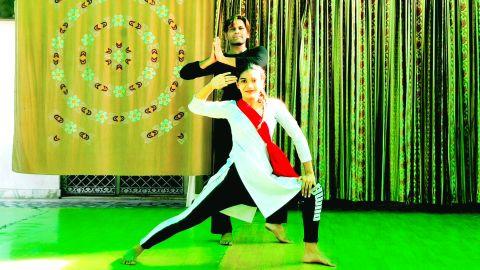 Maa Tujhe Salaam | Urooj & Swati
