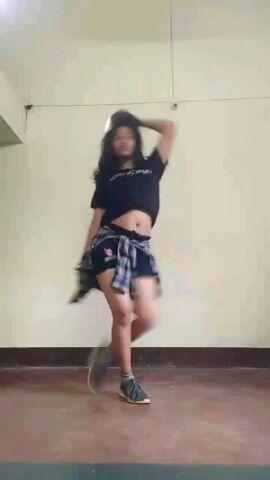 dance on she move it like