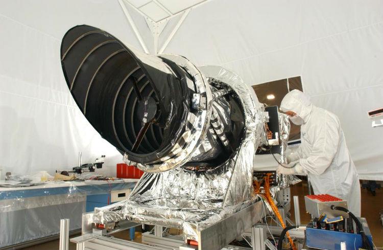 The NASA HiRISE camera under construction
