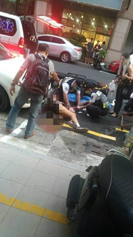 画面曝!男子告白遭拒 持西瓜刀砍少女20多刀…她头皮被削掉、断指接不回