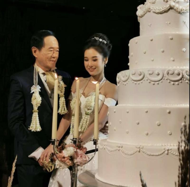 新郎新娘相差近50岁 泰国70岁老翁娶20岁娇妻