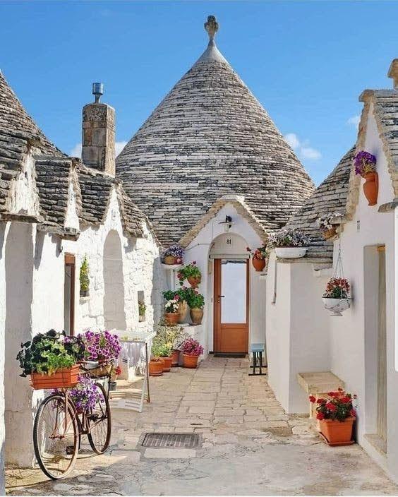 """到访精灵的故乡!意大利""""天堂小镇""""绝美的童话磨菇屋,处处都是打卡位"""