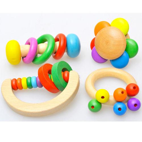 צעצוע עץ לתינוק
