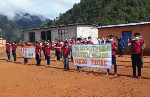 Fotografía del equipo ganador con el proyecto: Construyendo una vida mejor