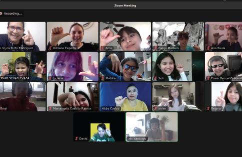 Fotografía del equipo ganador con el proyecto: Mundo de señas