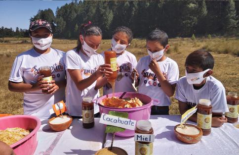 Fotografía del equipo ganador con el proyecto: Sampita el super alimento