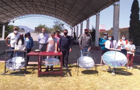 Fotografía del equipo ganador con el proyecto: Estufas solares