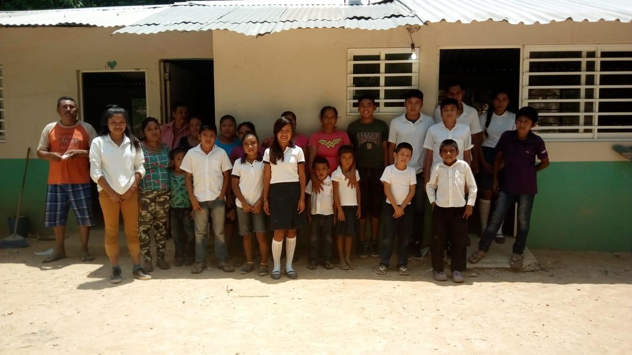 Fotografía del equipo ganador con el proyecto: Energia electrica
