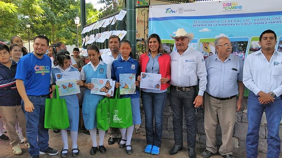 Fotografía del equipo ganador con el proyecto: Escuela verde