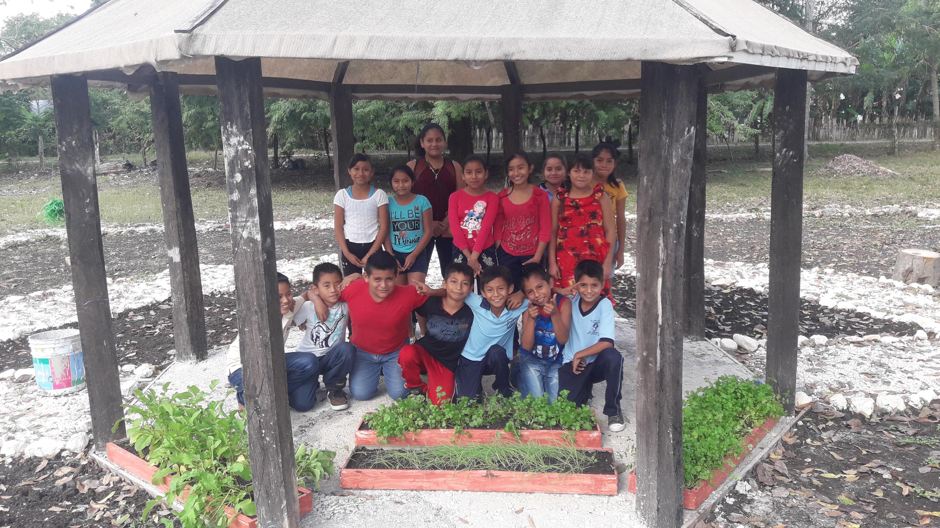 Fotografía del equipo ganador con el proyecto: Jardin ambiental