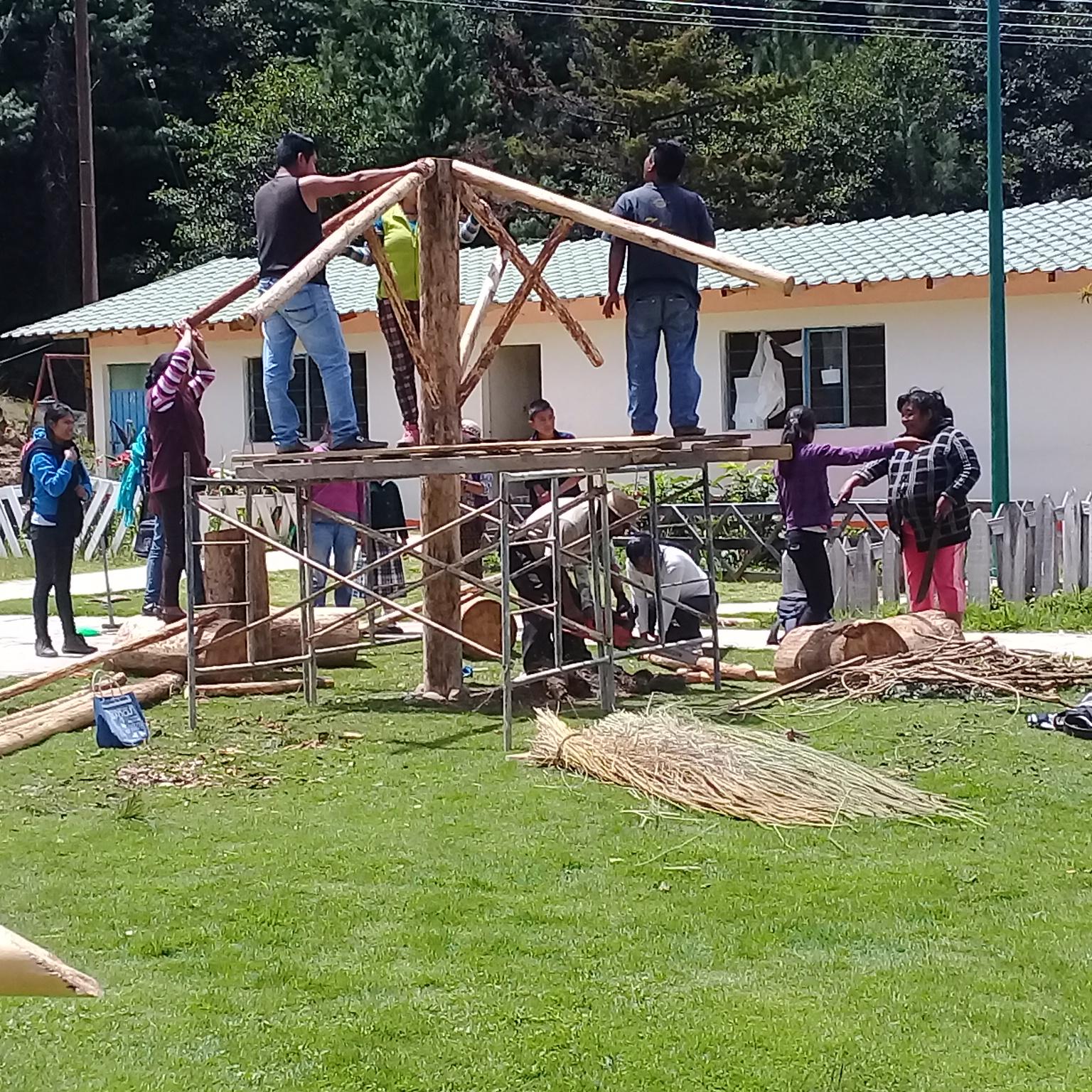Fotografía del equipo ganador con el proyecto: Samaro tanu jani xiniro (transformando r...