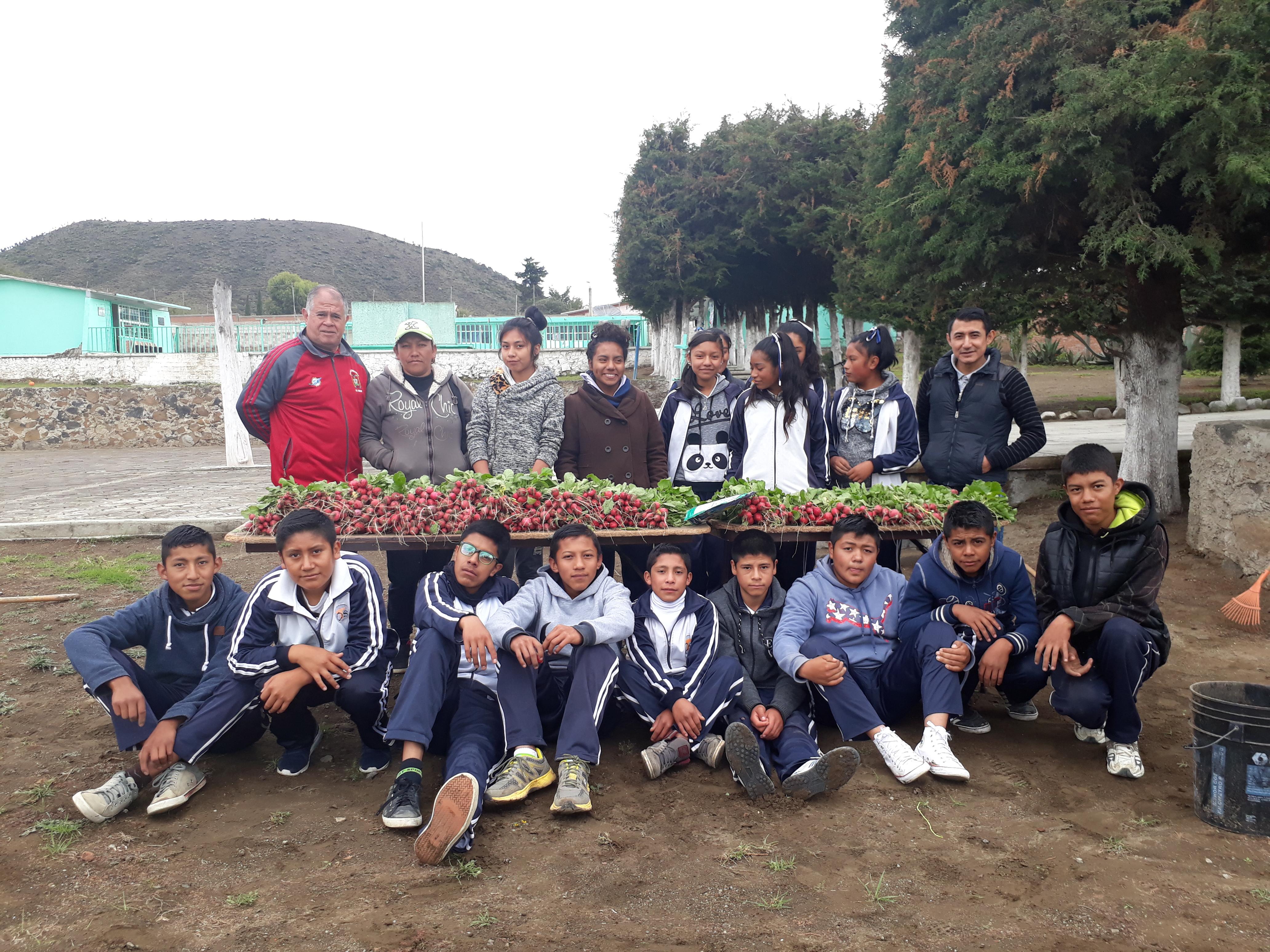 Fotografía del equipo ganador con el proyecto: Proyecto integral estudiantil, pie