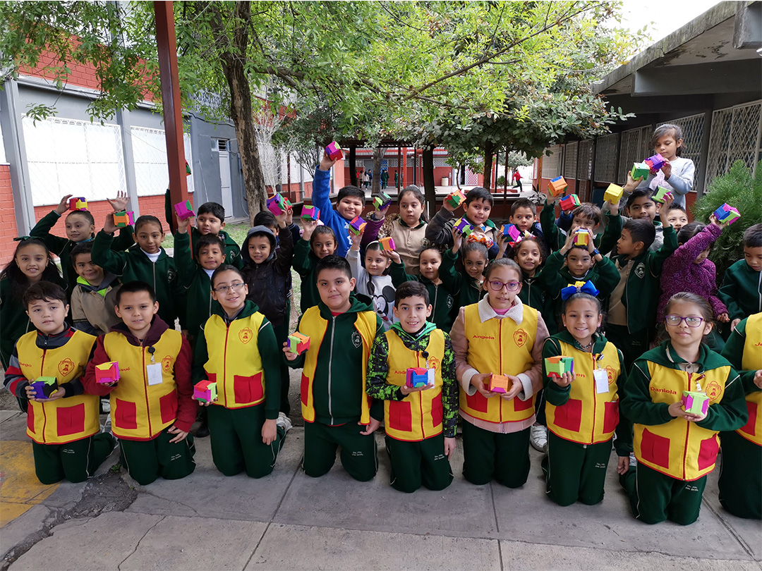 Foto de niños ganadores.
