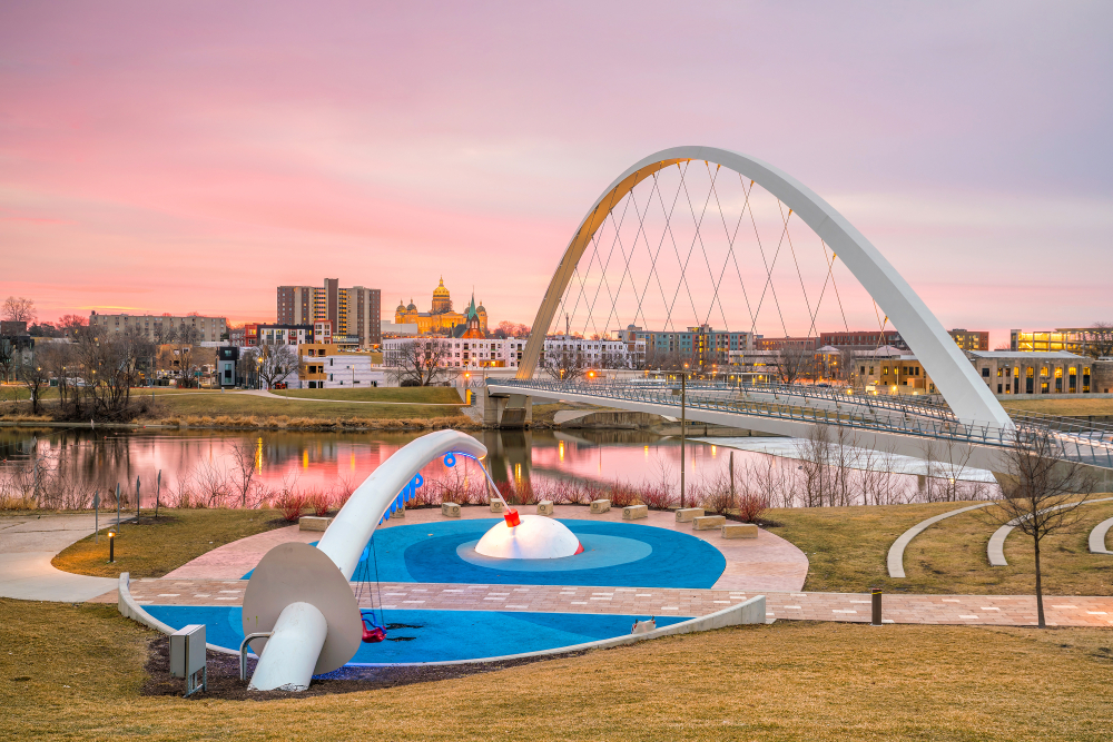 photo of downtown Des Moines river at sunset