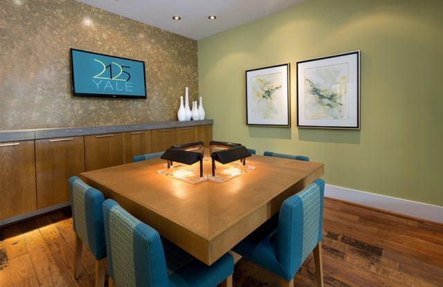 2125 Yale Apartment Houston
