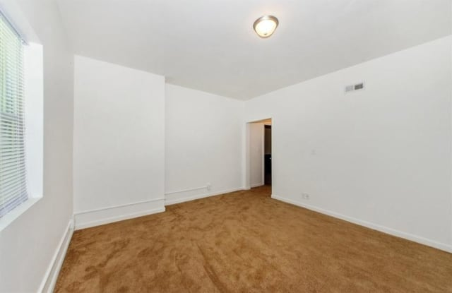 2210 Roslyn Ave Apartment Baltimore