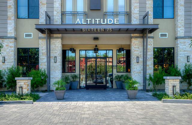 Altitude Sixteen 75 Apartment Phoenix