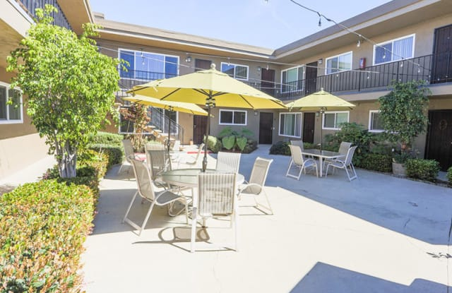 Courtyard on 68th Apartment San Diego
