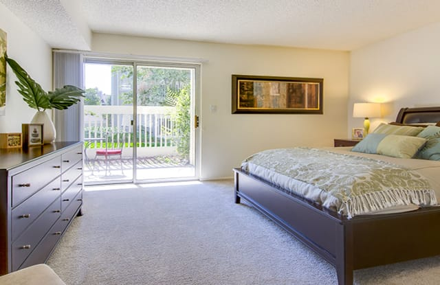 Deerfield at Indian Creek Apartment Homes Apartment Denver