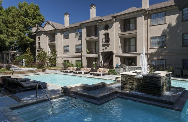 Hyde Park At Montfort Apartment Dallas