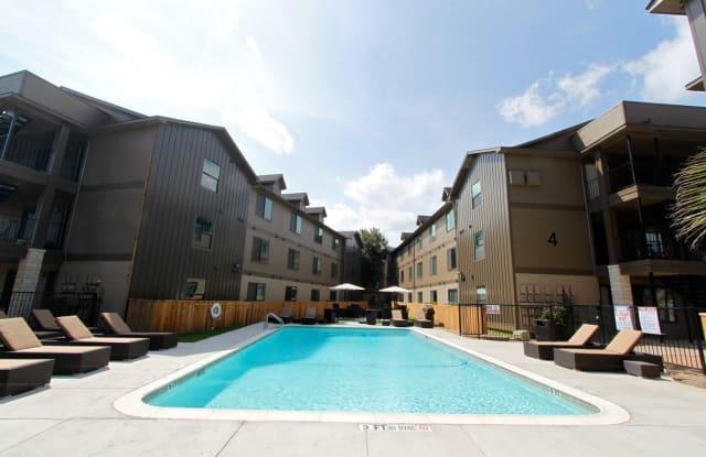 LINK Apartment Austin