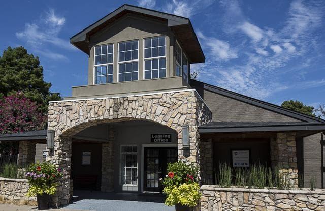 Landmark At Gleneagles Apartment Homes Apartments Dallas Tx Rentdeals Com