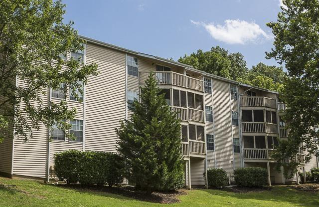 Landmark at Lyncrest Reserve Apartment Homes Apartment Nashville