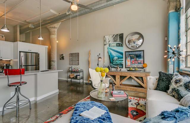 Lofts at Mockingbird Station Apartment Dallas