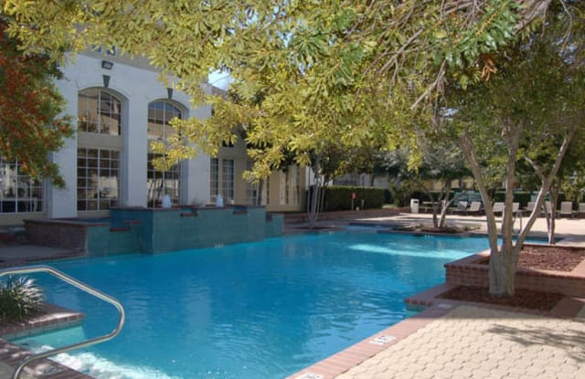 Renaissance Parc Apartment Dallas